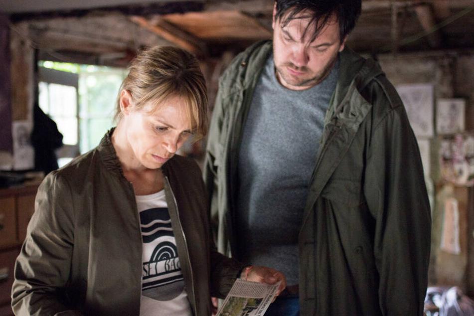 """Die Kommissare König (Anneke Kim Sarnau) und Bukow (Charly Hübner) gehen im Polizeiruf 110 """"Dunkler Zwilling"""" jeder Spur nach."""