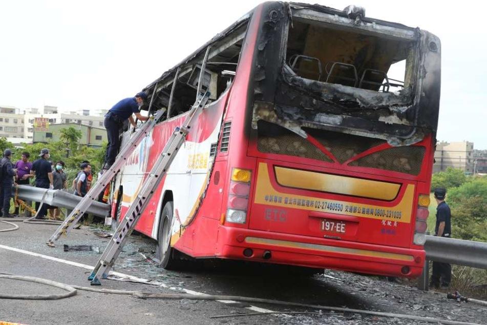 Der Bus brannte vollkommen aus. In den Flammen starben alle 26 Insassen.