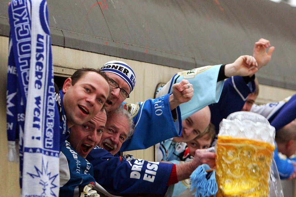 Super Stimmung, leckeres Bier. Die Sonderzug-Trips der Eislöwen waren jahrelang das Saison-Highlight für die Fans. Diesmal auch wieder?