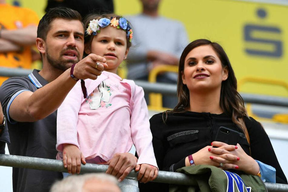 Dem Torhüter geben Frau Sarah, Tochter Lena und der jüngste Spross Mika Luis in der schweren Zeit Kraft.