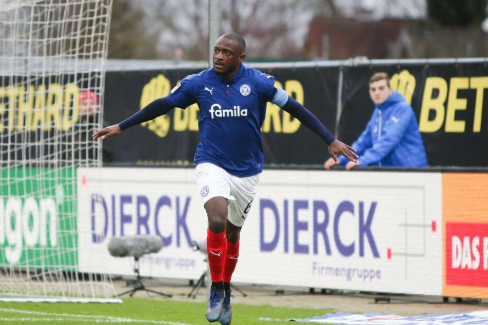 In der kommenden Saison jubelt Kiels David Kinsombi im Trikot des Hamburger HSV.