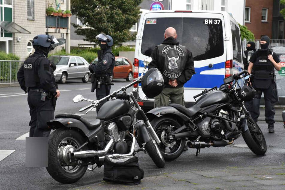 Köln: Razzia in Rocker-Vereinsheim: Polizei gibt Schüsse ab