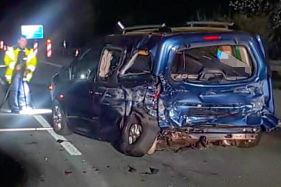Sekundenschlaf auf der A4! Fahrer nickt in Baustelle ein und baut heftigen Crash