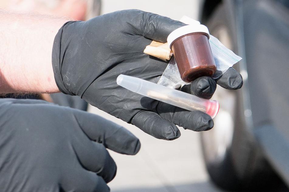 Bei einer Durchsuchung stellte die Polizei Kokain, Marihuana und Haschisch sicher.