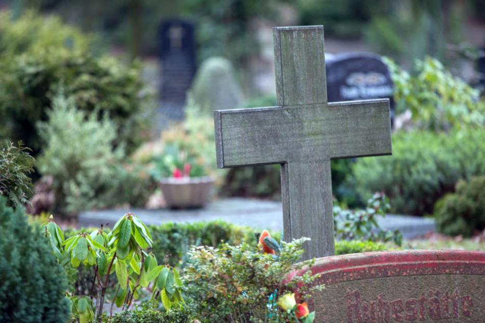 Immer mehr Gräber verwahrlosen. (Archiv)