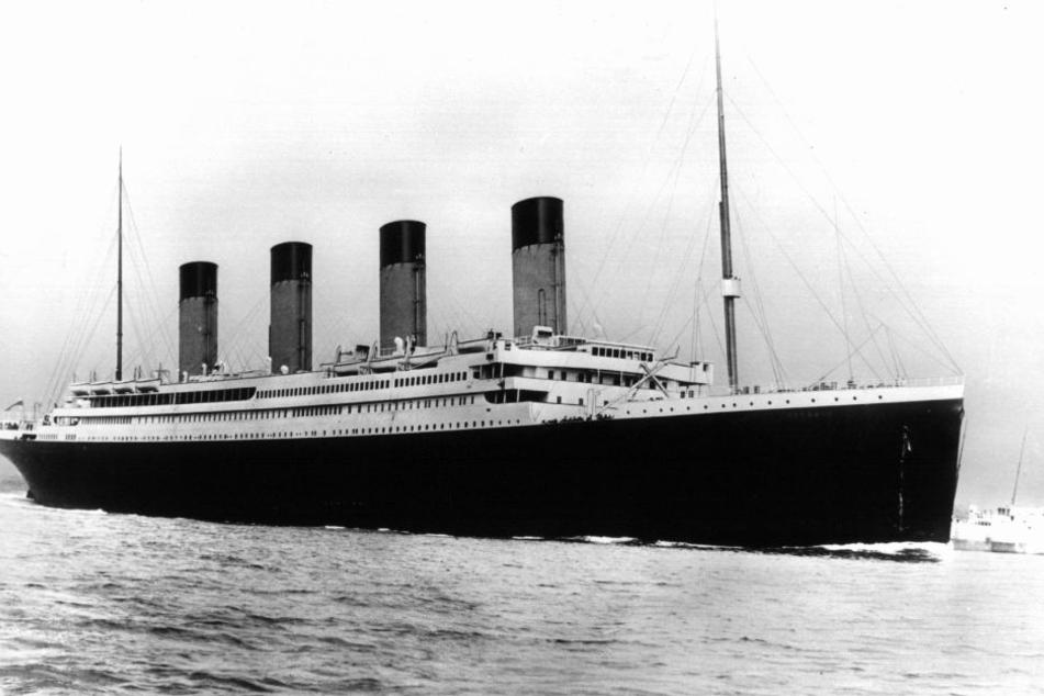 Die RMS Titanic auf ihrer Jungfernfahrt im Jahr 1912.