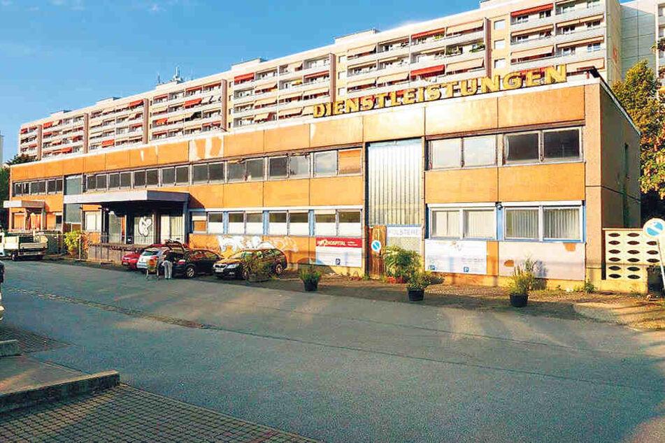Das Gebäude an der Pfotenhauerstraße, welches die Vonovia mittlerweile  verkauft hat, wird wohl abgerissen. Die Leuchtreklame bleibt aber erhalten.