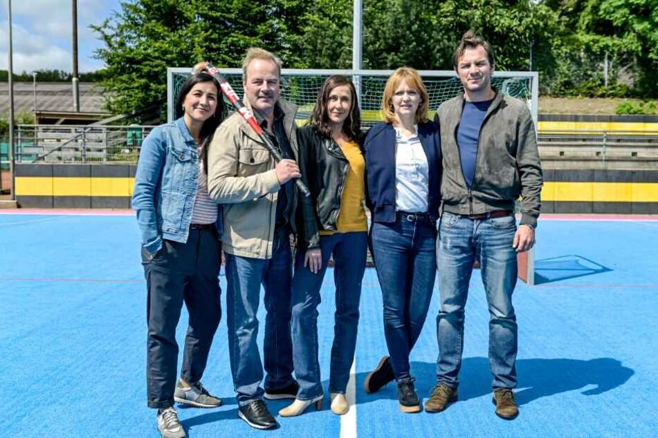 """Zusammen mit Vadina Karun (l-r), Till Demtroder und Barbara Philipp drehen sie """"Kein einfacher Mord"""" in Hamburg."""