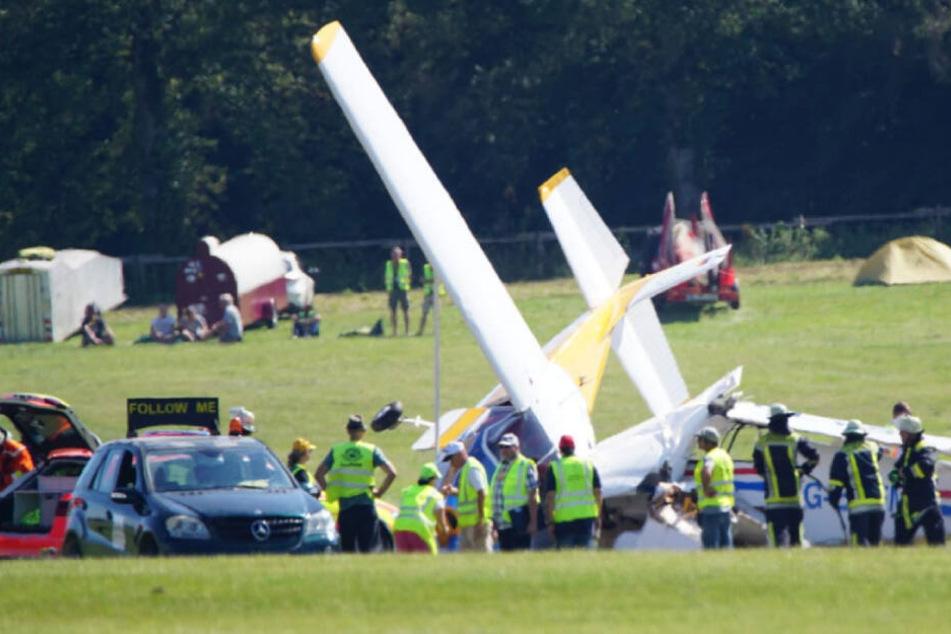 Zwei Flugzeuge krachten bei dem Fliegertreffen ineinander.