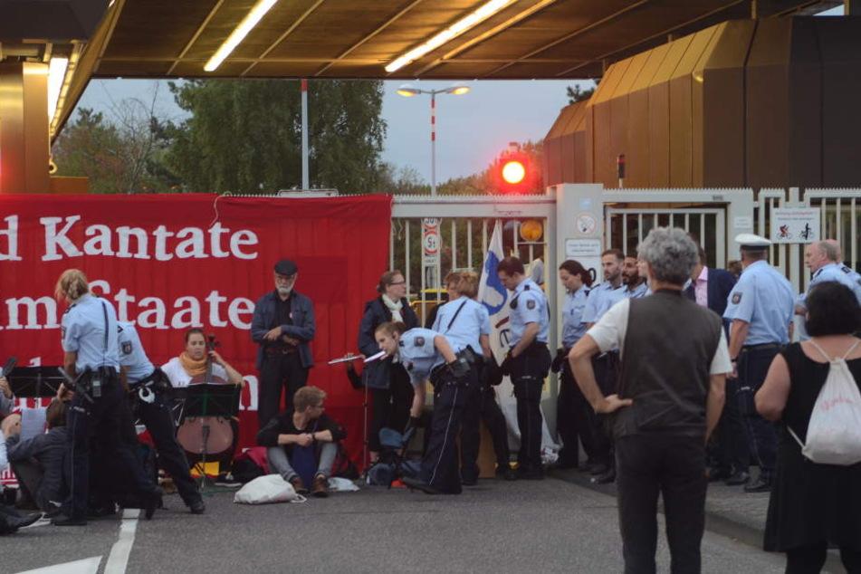 Blockade beim Bundesamt für Verfassungsschutz geräumt!