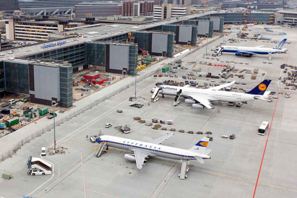 Der Terrorverdächtige saß schon im Flugzeug auf dem Rollfeld des Frankfurter Flughafens (Symbolbild).