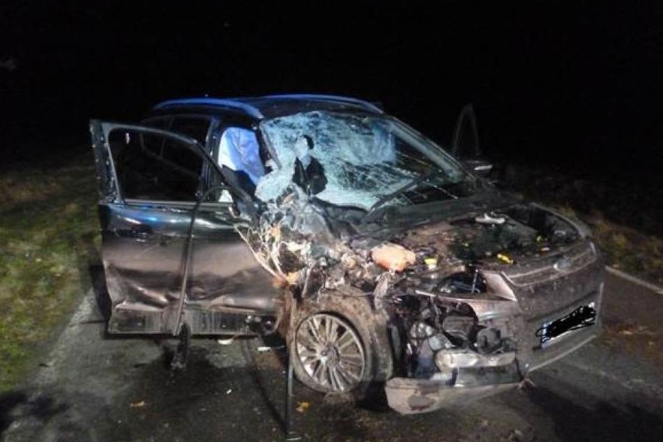 Der Mann wurde in seinem SUV eingequetscht. Kurz darauf erlag er seinen Verletzungen.