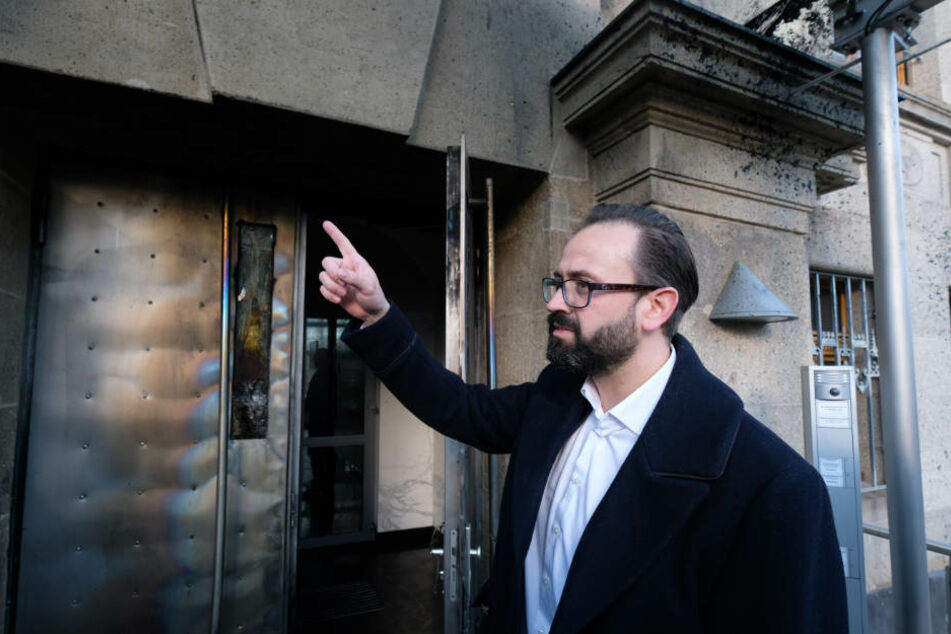 Sachsens Justizminister Sebastian Gemkow (40, CDU) vor dem Bundesgerichtshof. Auf das Gebäude ist in der Silvesternacht ein Anschlag verübt worden.