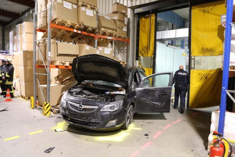 Der Wagen wurde erst von einem zweiten Tor gestoppt.