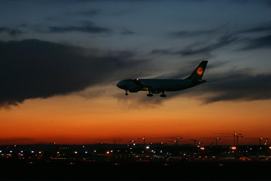 Am Frankfurter Flughafen gilt gegenwärtig ein Nachtflugverbot von 23 bis 5 Uhr.
