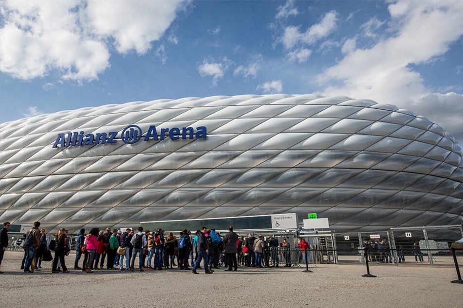 Auch in der Münchner Allianz Arena müssen Fans bargeldlos bezahlen.