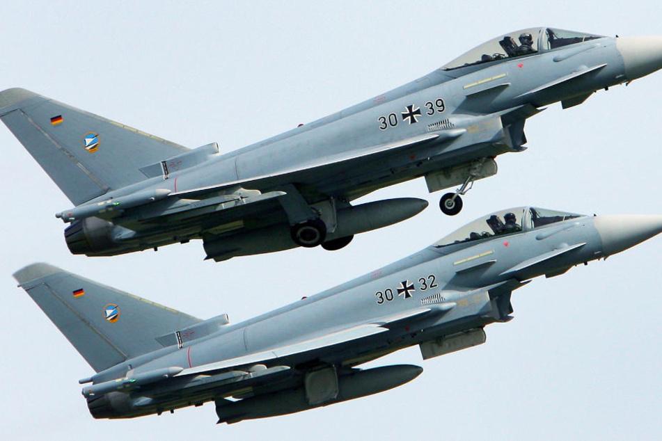 Alarm wegen Flugzeug! Kampfjets in der Luft
