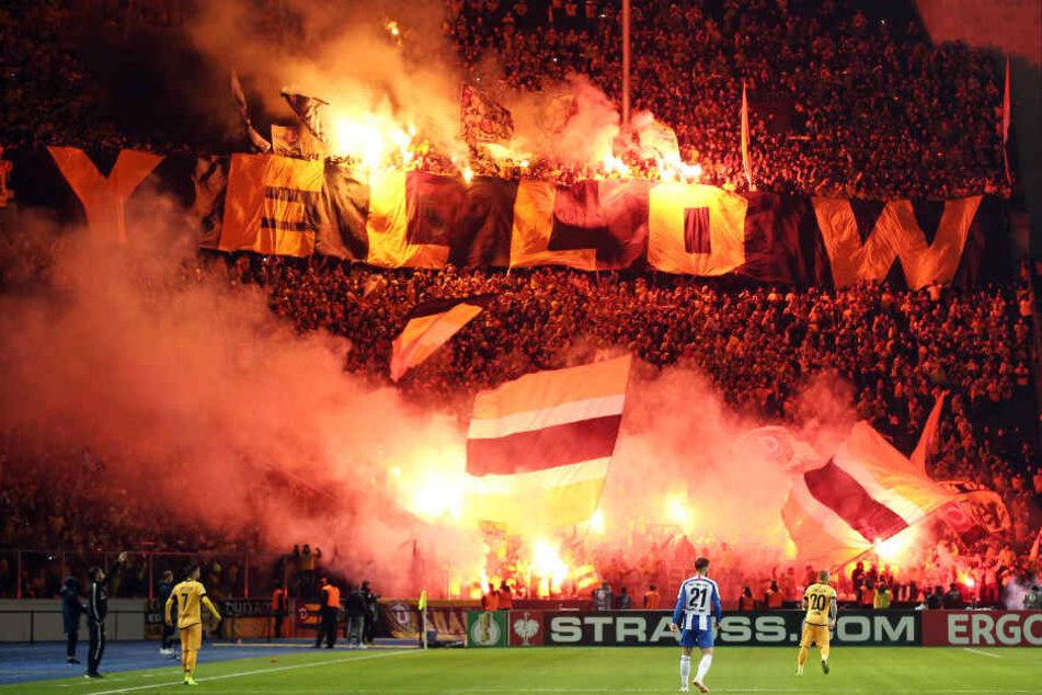 Beim Pokalspiel in Berlin brannte es im Dynamo-Block lichterloh.