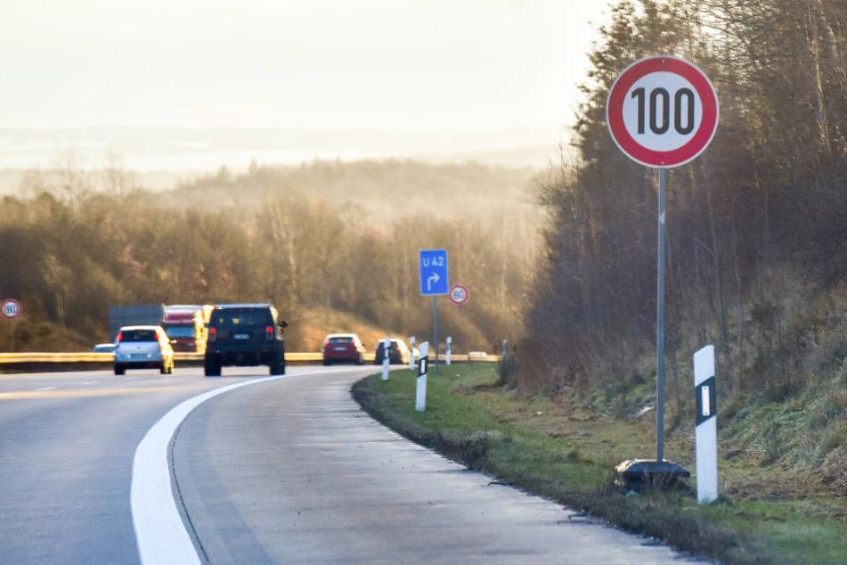 Verwirrende Beschilderung auf der A4: Autofahrer müssen kurzzeitig hart bremsen.