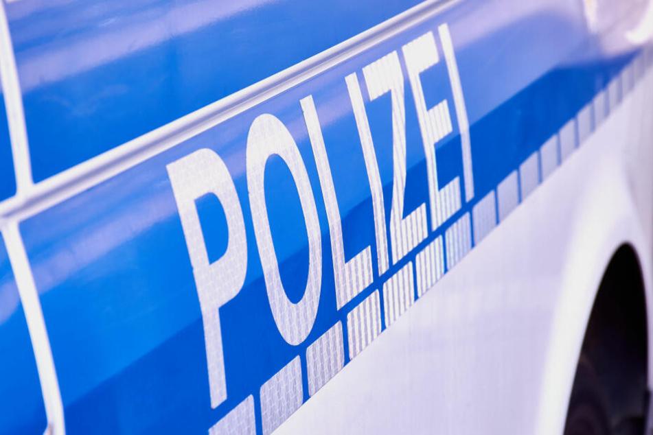 Die Polizei bitten um Hinweise aus der Bevölkerung zur Fahrerfluch am Flensburger ZOB.
