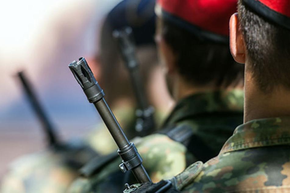 Erneut fielen Mitglieder des Reservistenverbandes der Bundeswehr wegen rechtsextremer Veröffentlichungen im sozialen Netzwerk auf. (Symbolbild)