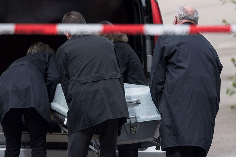 Erst nach drei Wochen wurde die Leiche der Mutter in der Wohnung des Täters gefunden (Symbolbild).