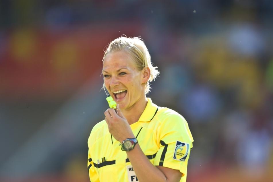 Steinhaus ist die erste deutsche Schiedsrichterin im Profi-Bereich der Männer.