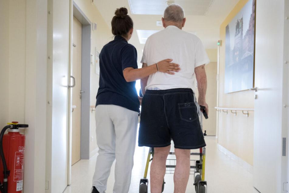 Im Gesundheitsbereich werden händeringend Kräfte gesucht. Deutschland wirbt um ausländische Pflegekräfte. Es konkurriert dabei mit vielen anderen Ländern Westeuropas.