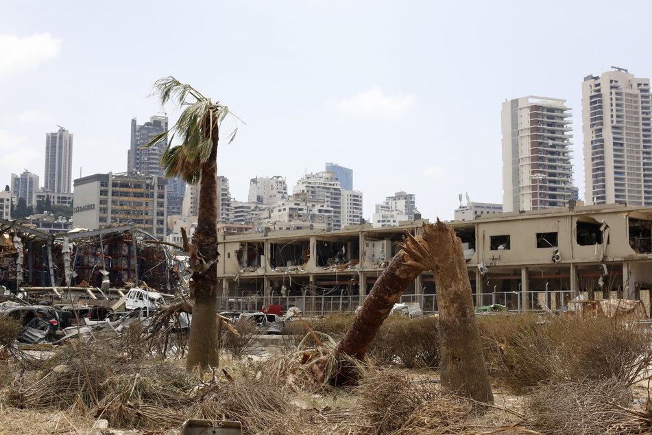 Bei der Explosion wurde nicht nur der Hafen zerstört. Auch große Teile der Stadt haben durch die Wucht der Detonation Schaden genommen, dadurch sind Hunderttausende Menschen obdachlos geworden.