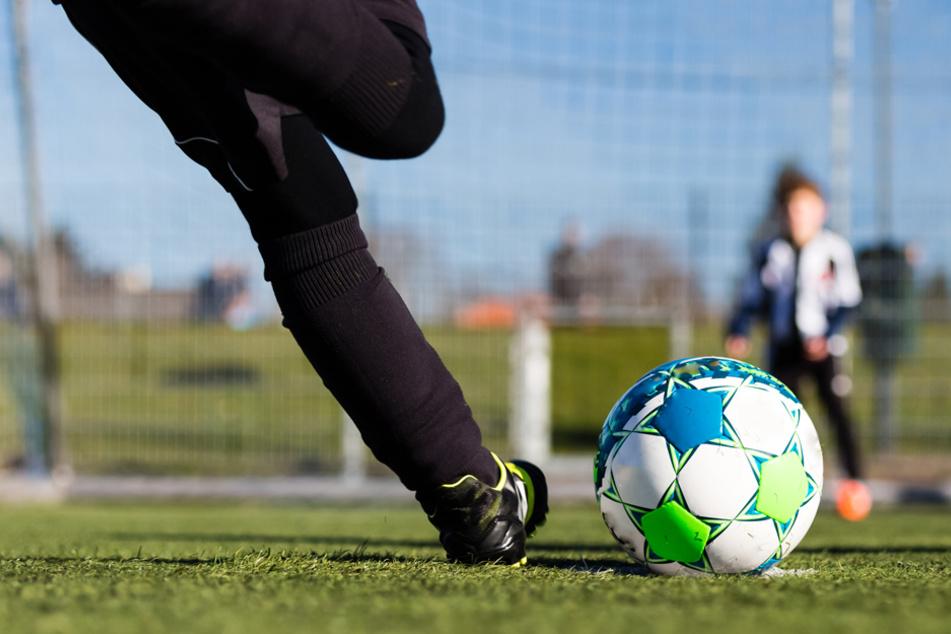 Der Bayerische Fußball-Verband will über eine vorzeitige Winterpause für die Amateure entscheiden. (Symbolbild)