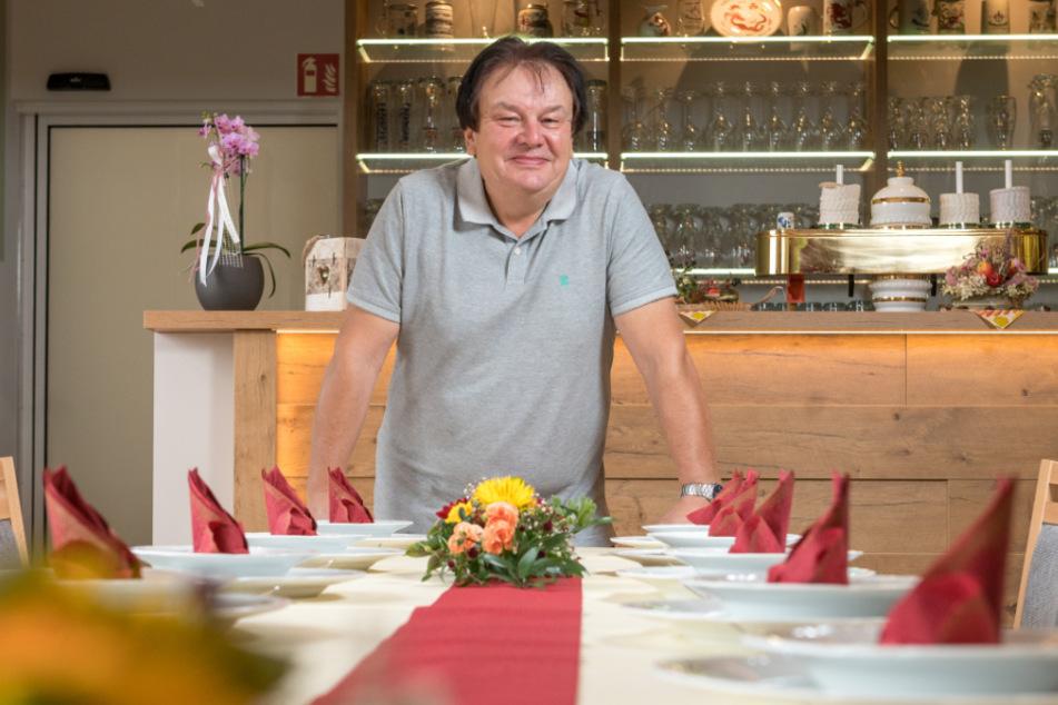 Schänken-Chef Frank Kunath (60) kann nach langem Bangen wieder lachen.