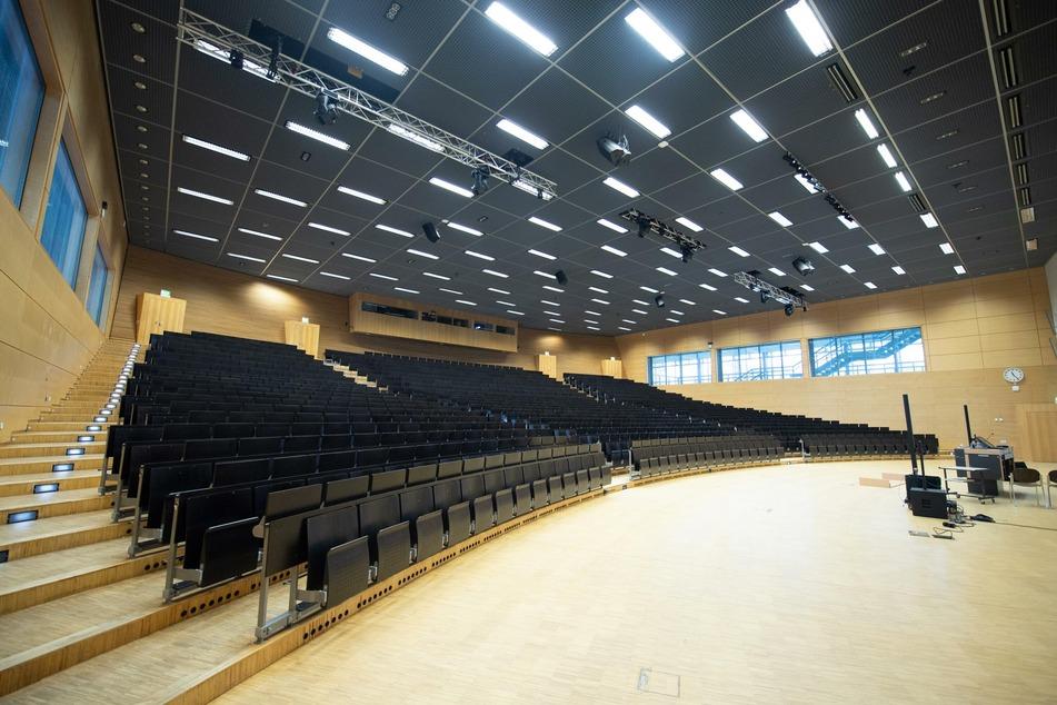 Leerer Hörsaal im Hörsaalzentrum der TU Dresden. Die Hochschule hat sich inzwischen auf das digitale Lehren eingestellt.