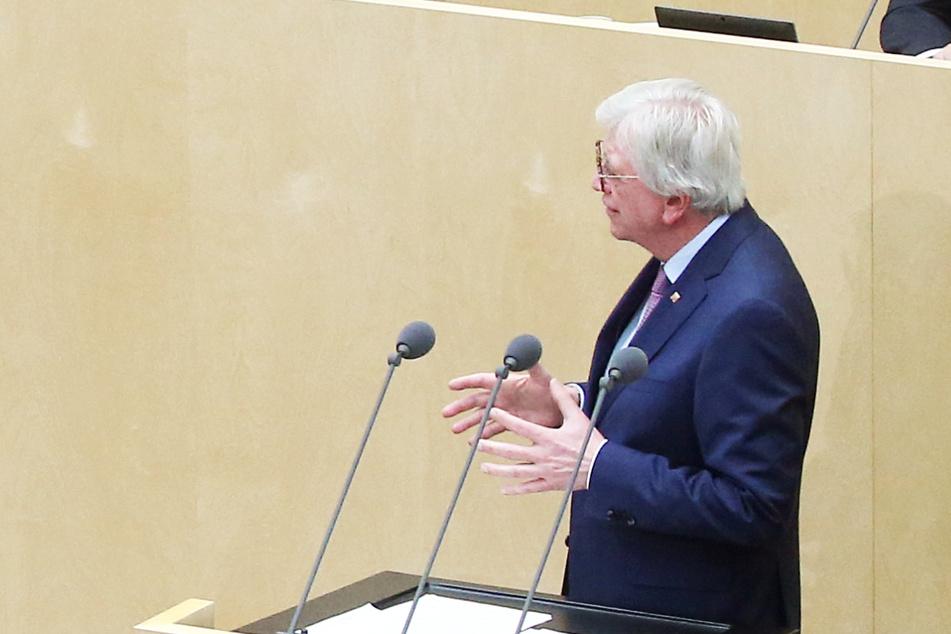 Volker Bouffier (CDU), Ministerpräsident von Hessen, spricht vor dem Bundesrat.