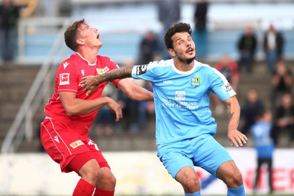 Philipp Hosiner (r.) könnte morgen sein Pflichtspiel-Debüt für die Himmelblauen feiern.