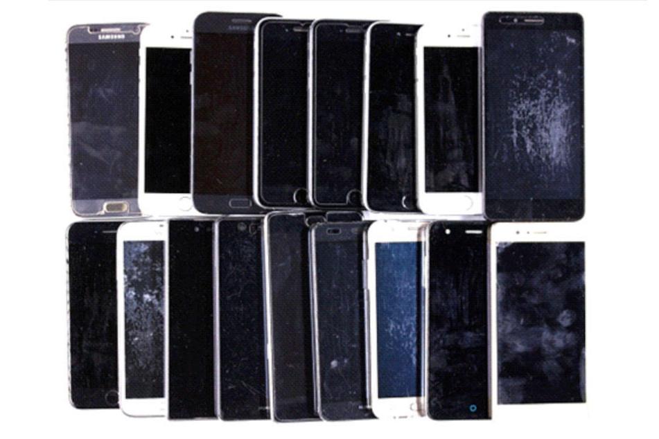 Wem gehören die 17 Handys?