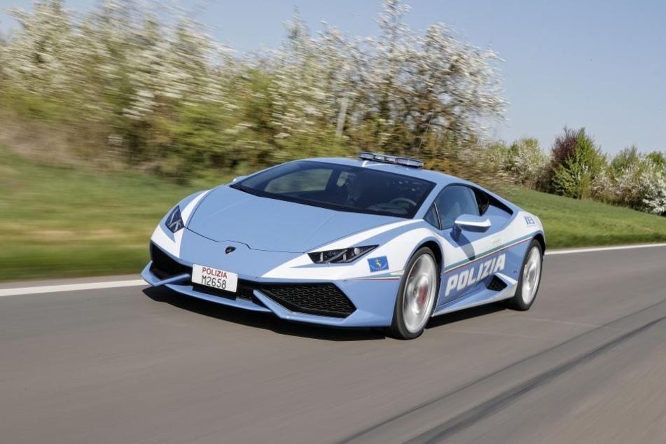 Einige Polizisten in Italien dürfen jetzt mit einem Lamborghini fahren.