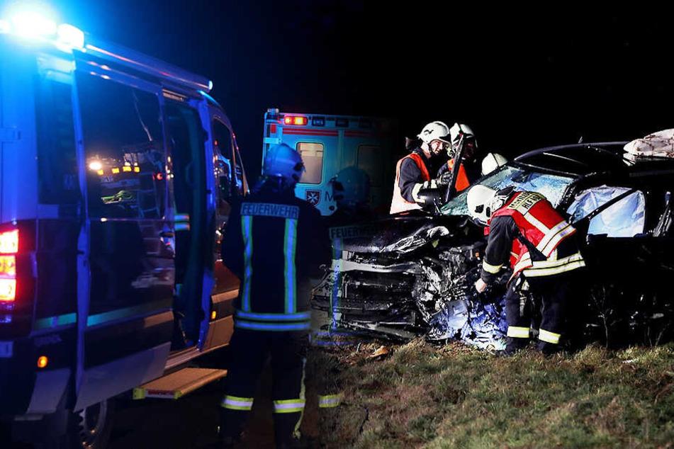 Horror-Unfall nahe Moritzburg: BMW-Fahrer stirbt bei Crash