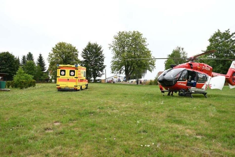 Ein Rettungshubschrauber brachte Verletzten in ein Krankenhaus.