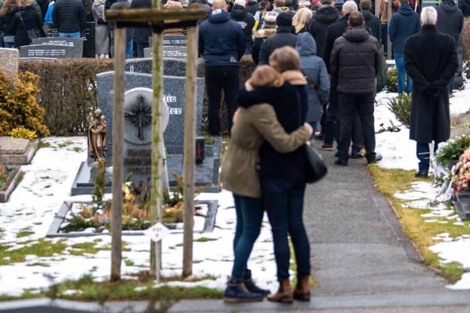 """München: Gott halte sie """"sanft in seinen Händen"""": Bewegender Abschied von getöteten Jugendlichen"""