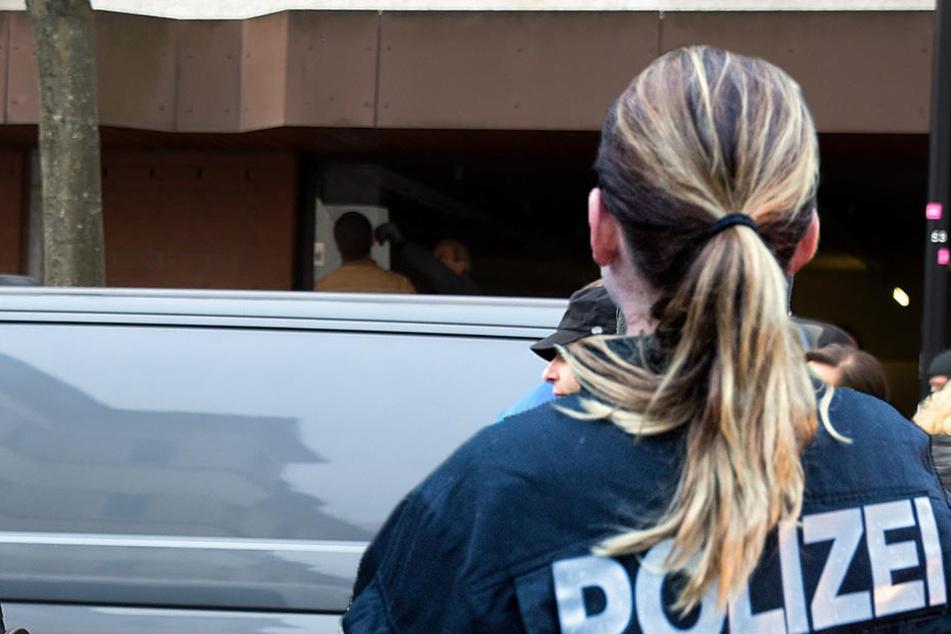 In Magdeburg wurde am Samstagabend ein 22 Jahre alter Mann in Polizeigewahrsam genommen. Er verletzte zuvor eine Polizistin. (Symbolbild)