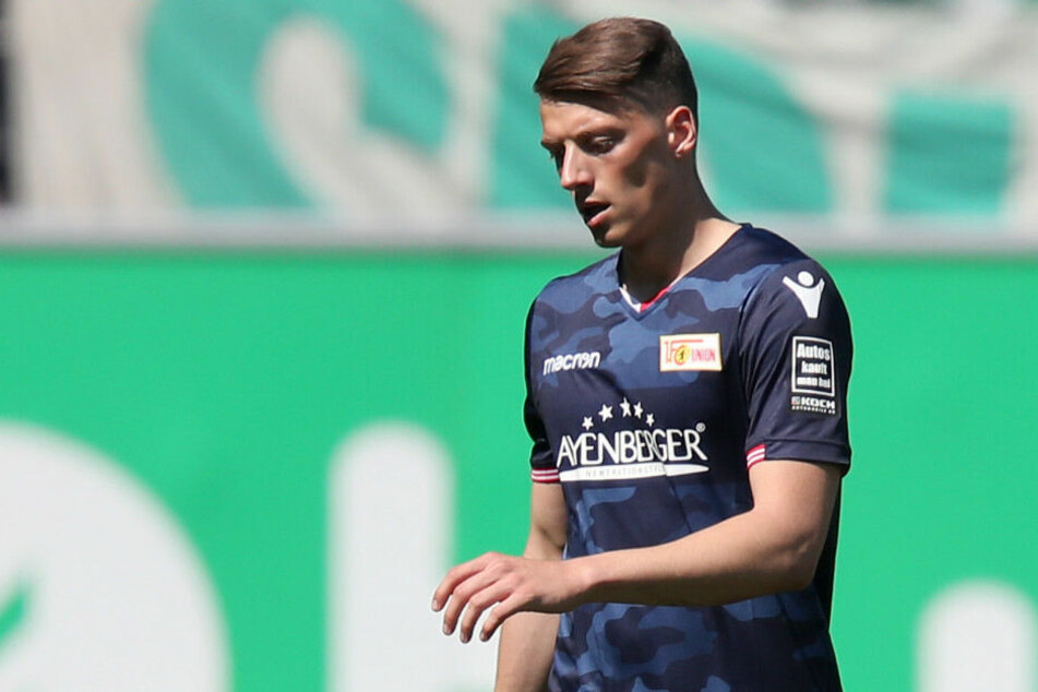 Nicolai Rapp verlässt nach seiner Roten Karte gegen Fürth den Platz.