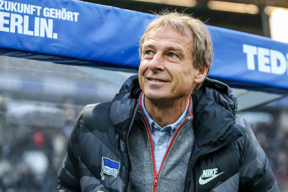Hertha-Trainer Jürgen Klinsmann steht aktuell ohne gültige Trainer-Lizenz da.