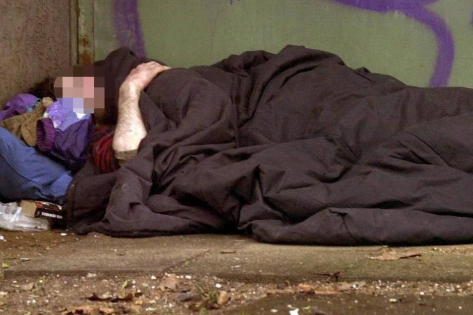 In Hamburg werden Obdachlose zukünftig geweckt und von ihren Schlafplätzen vertrieben (Symbolbild).