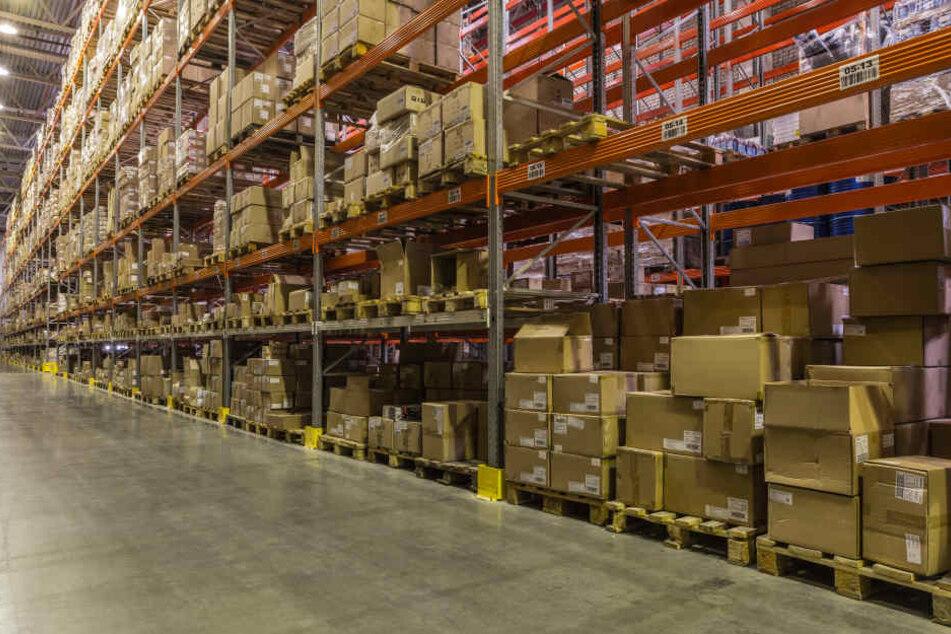 Mitarbeiter im Versandhandel klaut monatelang Pakete und fliegt auf