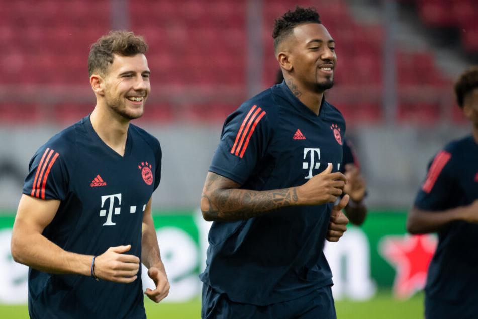 Leon Goretzka (l) und Jerome Boateng vom FC Bayern München haben sich mittlerweile wieder vertragen.