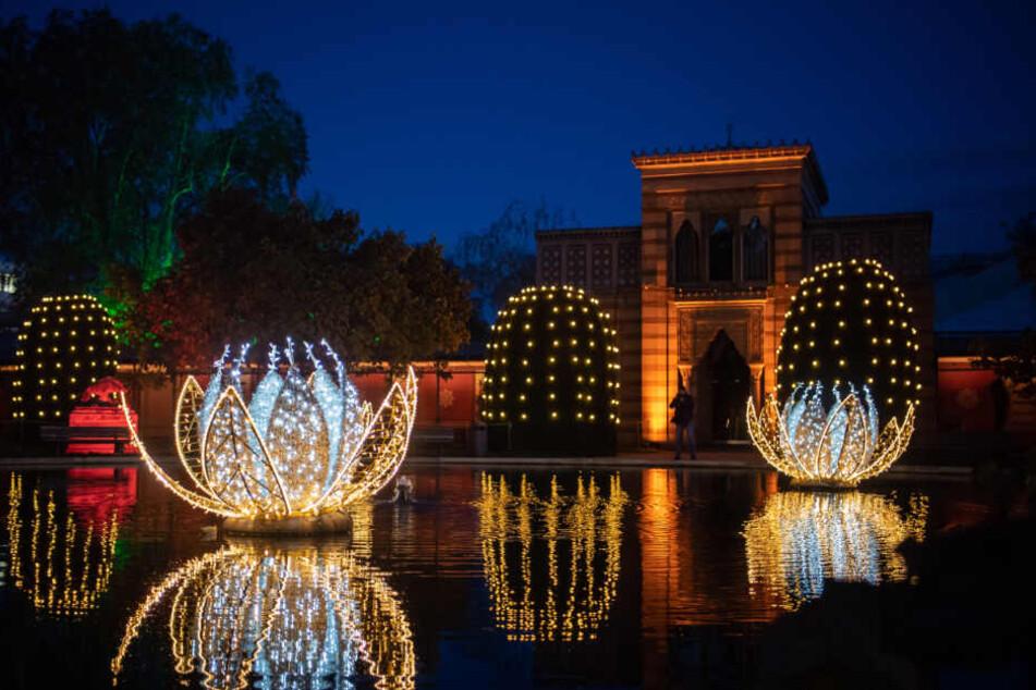 """In den ersten Tagen seit der Eröffnung des """"Christmas Garden"""" strömten rund 10.000 Besucher in den Stuttgarter Zoo."""