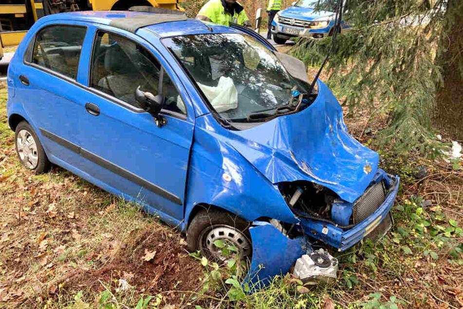 Noch ist unklar, warum der Chevrolet-Fahrer (76) von der Fahrbahn abgekommen ist.
