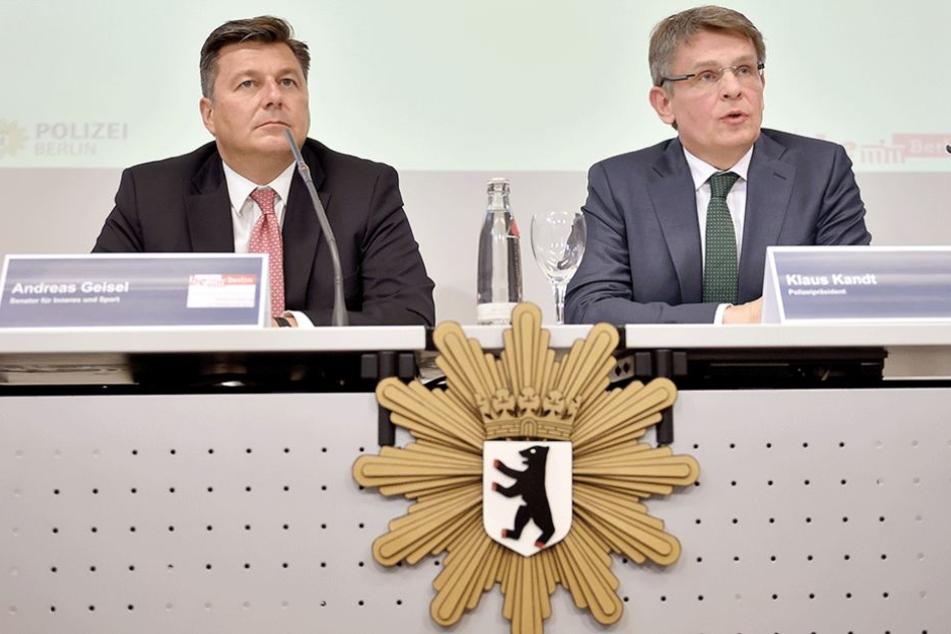 Berlins Innensenator Andreas Geisel (l, SPD) und Polizeipräsident Klaus Kandt bei der Vorstellung des Einsatzkonzepts für den 1. Mai.
