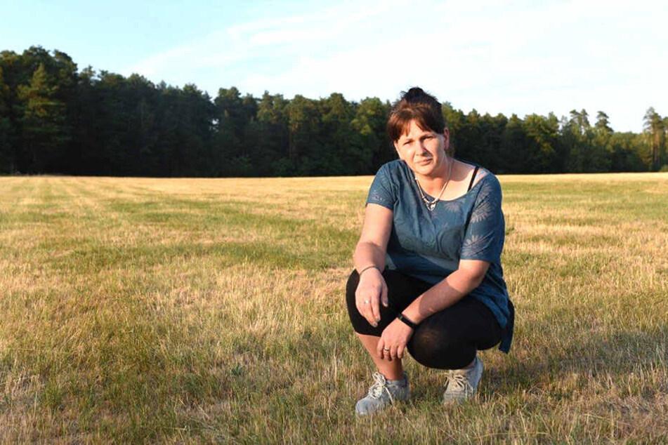 Madeleine Troll (43) zeigt die Stelle, wo ihre Hündin qualvoll starb.