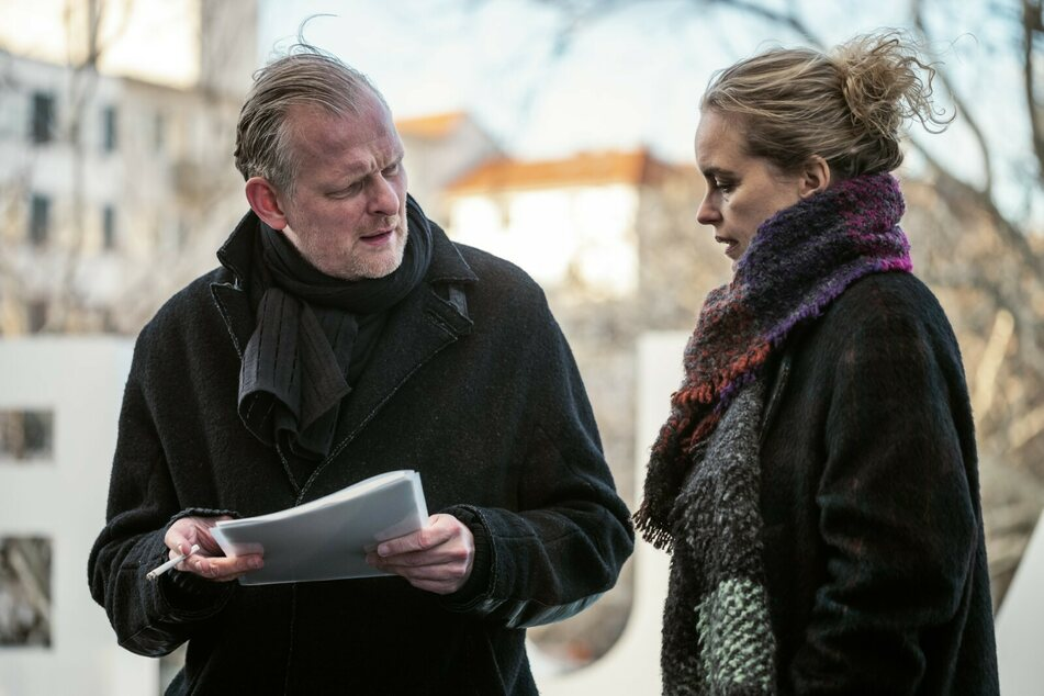 Regisseur David (Thomas Ostermeier) lehnt Lisas (Nina Hoss) Bitte, Sven noch einmal auftreten zu lassen, ab.